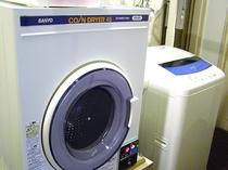 コインランドリー完備!24時間ご利用いただける洗濯機&乾燥機。