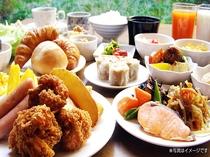 落ち着いた雰囲気のレストランにて、栄養満点の朝食バイキングをお召し上がりくださいませ。