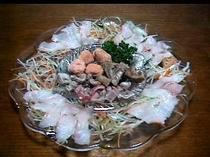 アコウ鯛の薄造りと皮や内臓の湯引き(アコウダイプラン)