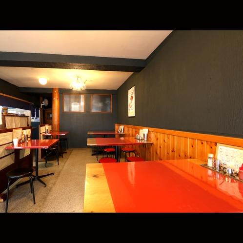 宿泊の方にはフォー専門店の食事スペースを共用カフェスペースとして提供しております♪