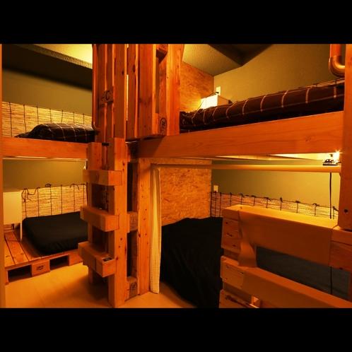 二段ベット三組のドミトリールームです。