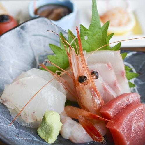 富山湾の旬の魚を中心にご用意いたします