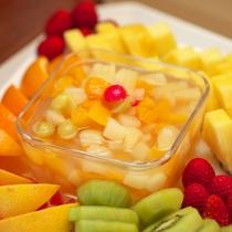 【朝食バイキング】女性に嬉しい果物も♪デザートに色とりどりのフルーツを召し上がれ。