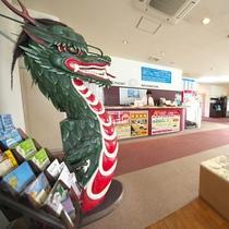 フロント前にはドラゴンが!  蛇踊りなど、長崎はドラゴンゆかりの地なのです。