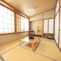 【和室】清潔感のある和室。小さなお子様連れのお客様も安心してお過ごしいただけます。