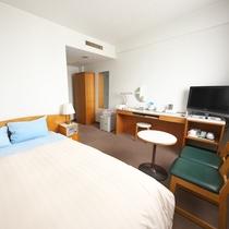 【ダブル】ダブルルームは全2室。大きなベッドでごゆっくりとお休みくださいませ。