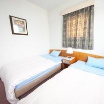 【ツイン】ツインルームは全4室。お二人でご旅行のお客様も、旅の中継地点としてご利用ください。