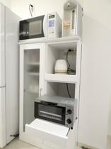 館内利用可能電化製品 トースタ、電子レンジ、ポット、IHコンロです。もちろんフライパンや鍋、食器も完