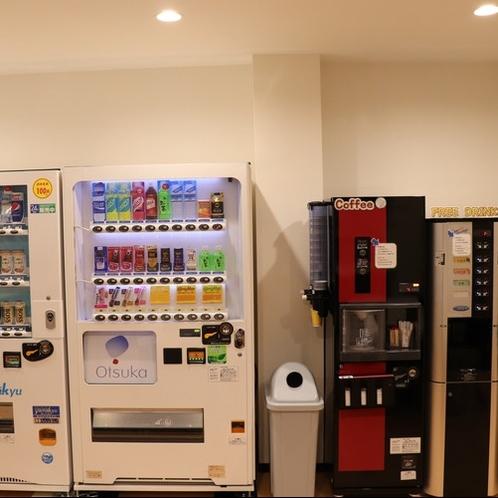 1F共有ルームでは自販機や給茶機もご利用いただけます。