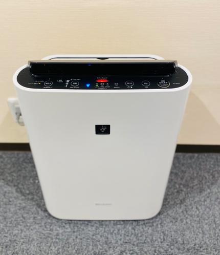 お部屋へとつながるフロアにも空気清浄機を配置し快適な空間づくりを心がけています。