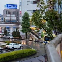 久喜駅を背中に右側方向のデイリーヤマザキを目印に進んでください!