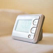 目覚まし時計【お部屋に電話機はございません。】