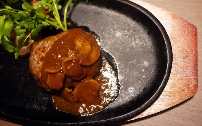 お料理の一例(特製ハンバーグ)