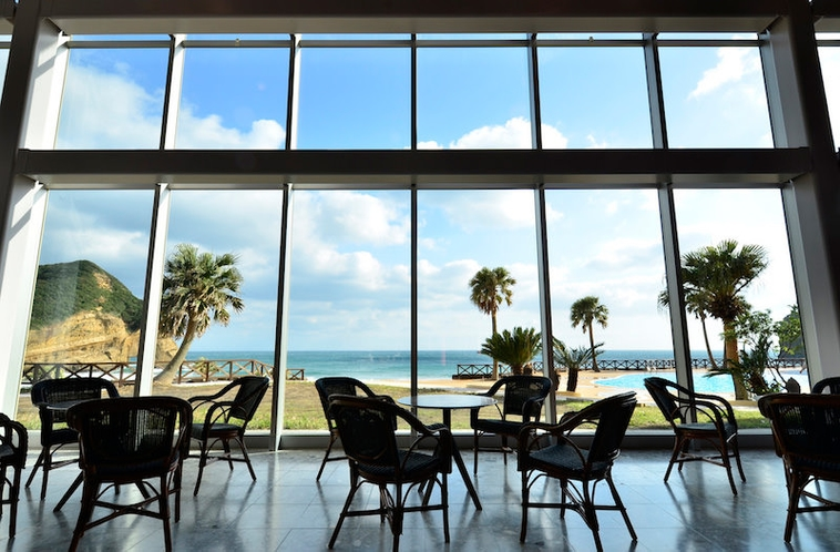ホテルに到着してすぐに目に入るのは、美しい海です。