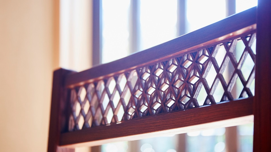 家具には木工職人の技が光ります。