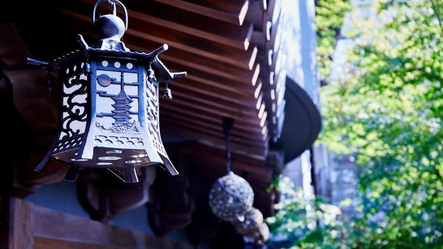 釣り燈篭にも五重塔