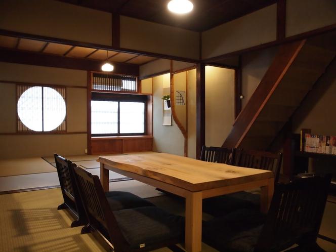 【1階居間】10.5畳の居間にてゆったりとお過ごし頂けます。