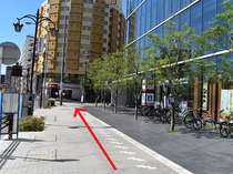 「ダイワロイネットホテル」「名鉄イン」を右手に見てそのまま直進ください。