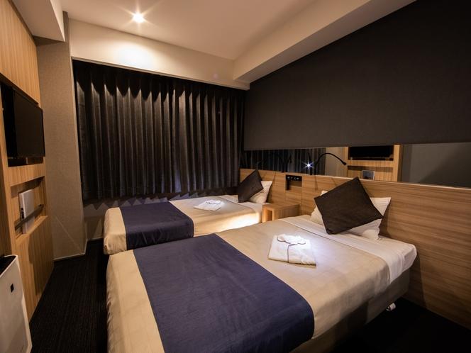 【モデレートダブル】ゆったりおくつろぎいただけるお部屋にゆとりのあるクィーンサイズのダブルベッド