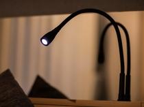 【客室ライト】機能的なお部屋は快適な大阪滞在をお届けいたします。