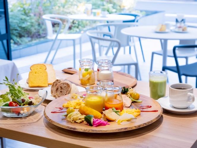 【80種類の朝食ブッフェ】ヘルシー朝食をビュッフェスタイルでご提供。