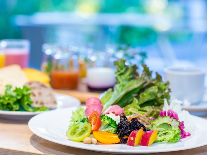 【80種類の朝食ブッフェ】体にやさしいヘルシー朝食を、ゆったりとした朝食タイムをお過ごしください。
