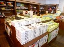 【売店】伊豆の特産品や土産品、お飲み物などを取りそろえております。