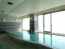 自家源泉から湧き出る天然温泉を利用した絶景大浴場!
