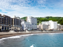 ホテルのすぐ目の前に砂浜と海が広がります♪