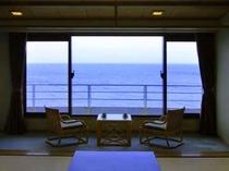 お部屋からは、伊豆大島をはじめ伊豆七島の島々を臨むことができます。