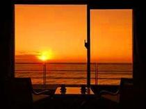 お部屋から見た朝日は絶景♪相模湾から昇る朝日は全室からご覧いただけます。