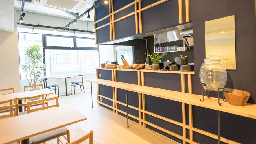 【館内設備】朝食は2階のコモンスペースでご用意しております
