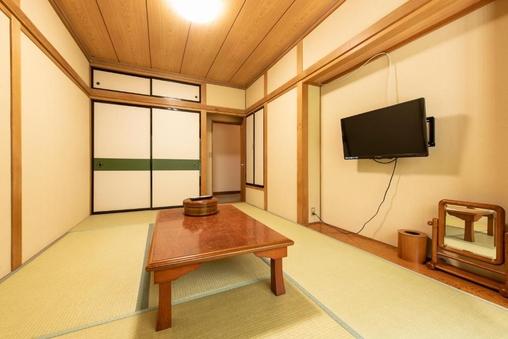 【禁煙】和室6畳 1−2名(バス・トイレ共用)