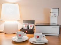 スタイリッシュで都会的なデザインのコーヒーマシーン「illy」で贅沢なひとときを