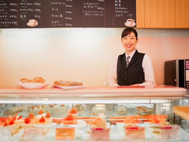 ホテルメイドのパン&ケーキが人気♪イートインスペースを備えたデリカテッセン<ポピンズ>