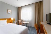【スタンダードシングル】ベッド幅120cm×1台/15平米/大きな窓がゆとりの空間を演出。