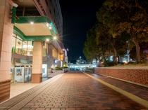 多摩センター駅からは歩行デッキ「パルテノン大通り」経由でアクセス楽々♪