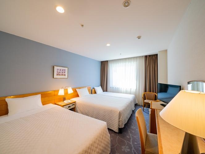 【スタンダードトリプル】 ベッド幅110cm×3台/21.1平米/大きな窓がゆとりの空間。