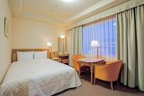【スーペリアダブル】 ベッド幅140cm×1台/19.6平米/落ち着いたデザインのお部屋。