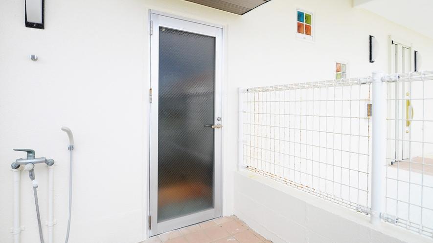 【別館1Fルーム】寝室側の出入口