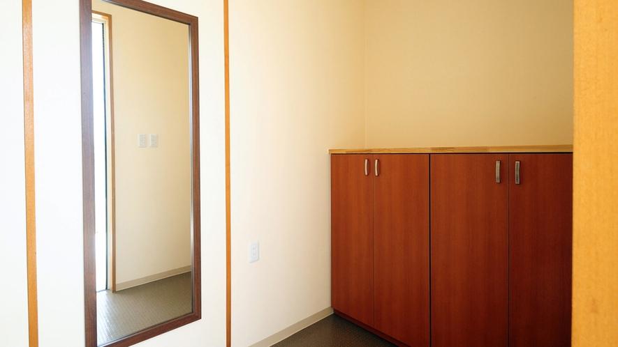 【別館2Fルーム】玄関内側