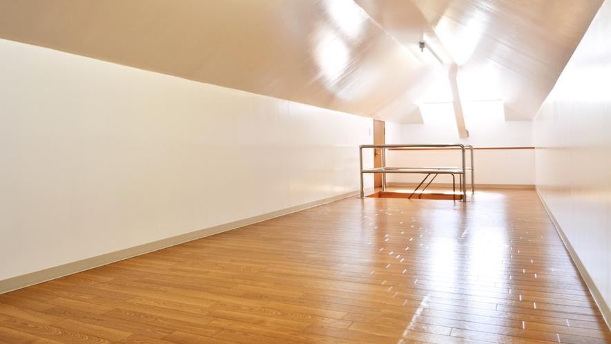 【別館2Fルーム】屋根裏部屋:晴れた日にはあたたかな日差しが差し込みます