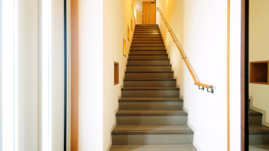 【別館2Fルーム】2Fへの階段