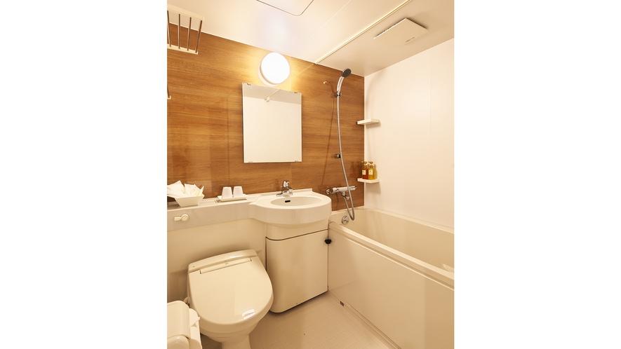 バスルーム:木目調のバスルームがとってもおしゃれ。のんびり、ゆったりとお使いください。