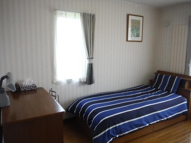 部屋B(シングルベッド)