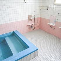 *お風呂/男女1ケ所ずつお風呂がございます。リンスインシャンプー・ボディソープをご用意しています。
