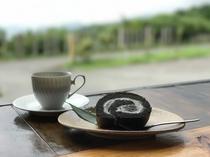 銀不老ロールケーキとコーヒー