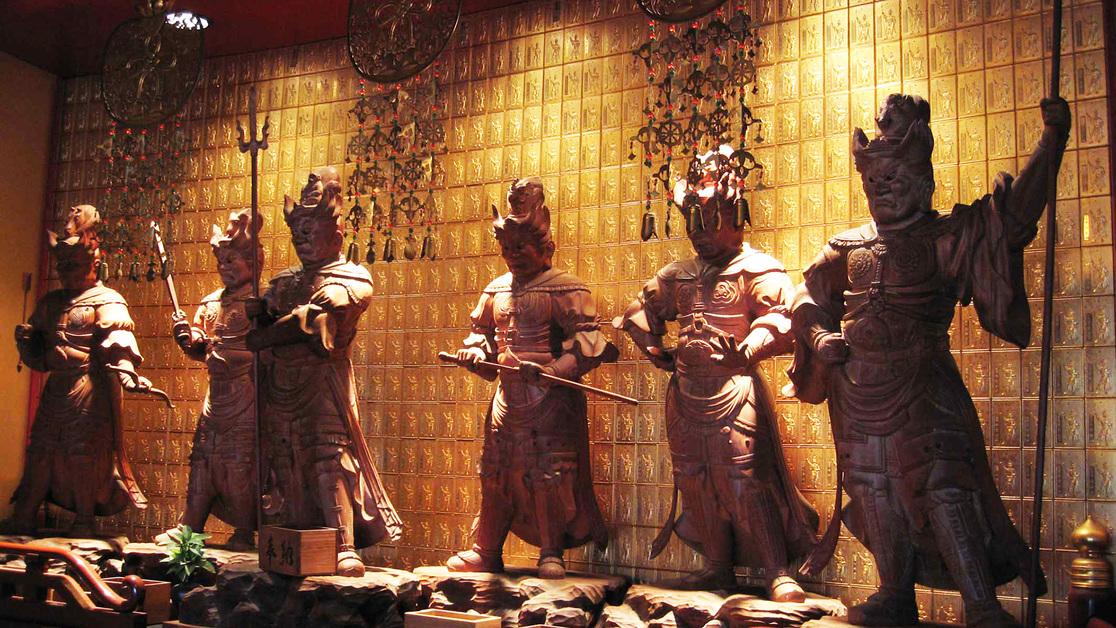 *【本堂】京都大仏師・松本明慶師の作「十二神将」