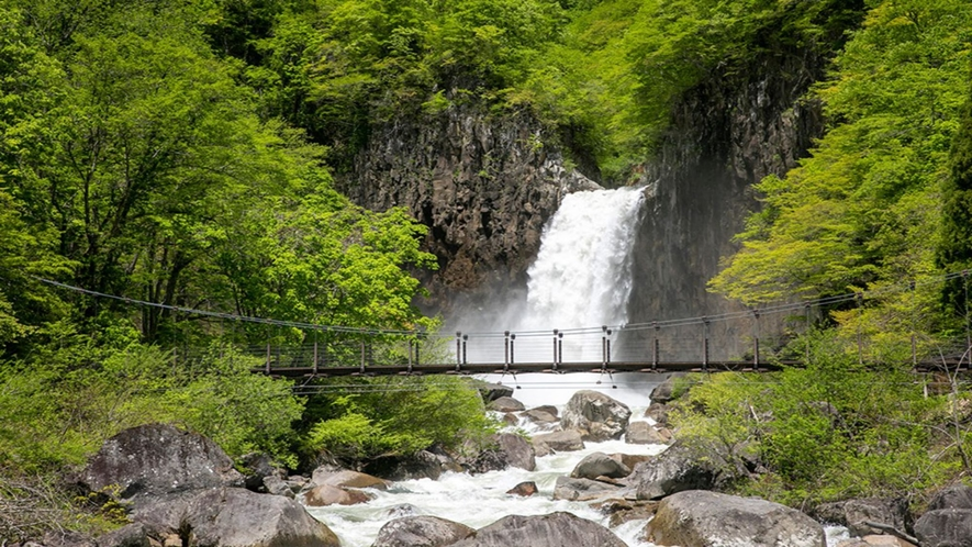苗名滝 ※ロッテアライリゾートから車で約35分