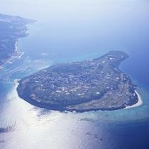 当ホテルから車で20分程♪車で行ける離島「瀬底島」全景
